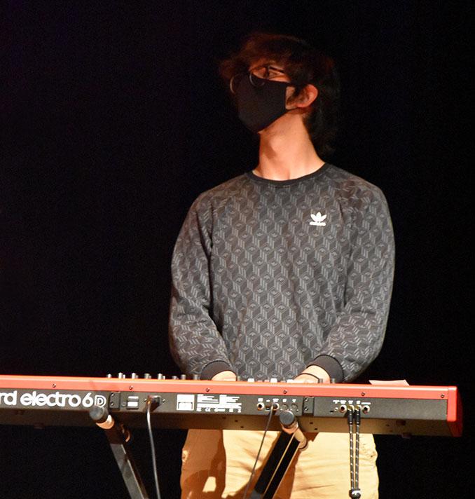 Arturo Martín a los teclados