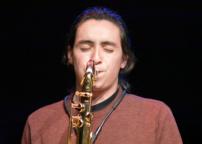 Iván Muñoz al saxo tenor