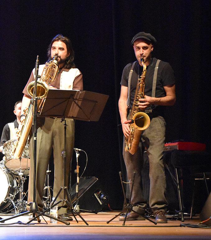 Juanlu y Fernando a los saxos