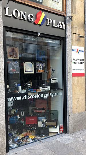 Escaparate de Long Play, tienda de discos en Salamanca