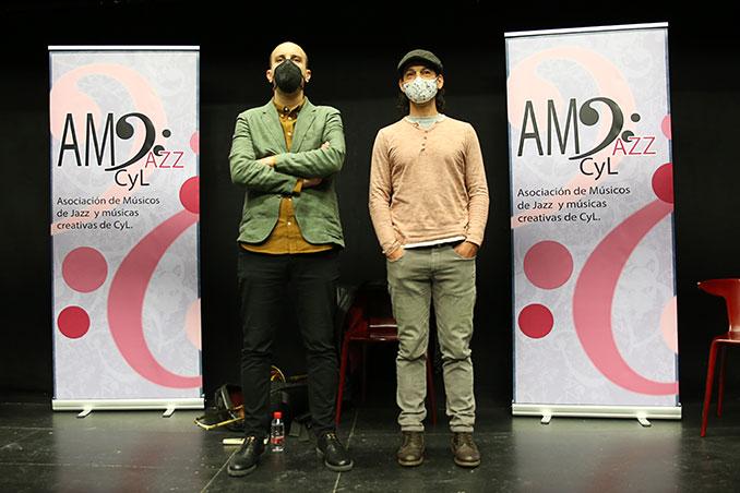 Víctor Antón (videpresidente) y Víctor Corra (presidente) presentando la asociación